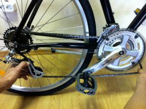 Как отрегулировать цепь на велосипеде?