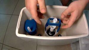 Как отрегулировать уровень воды в бачке унитаза?